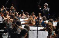اوركستر ماري تعزف في دار الاوبرا