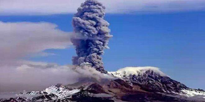 ثوران بركان في أقصى شرق روسيا يهدد حركة النقل الجوي في المنطقة