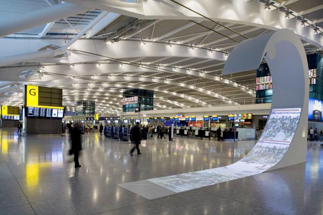 وجهك جواز سفرك المستقبلي ...مطارات ذكية تعتمد الوجه بدل جواز السفر وروبوتات لخدمة المسافرين