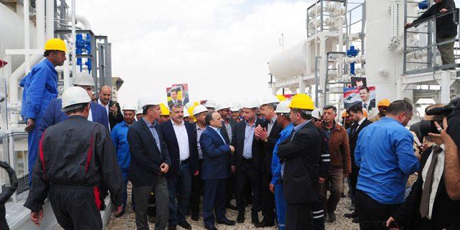بخبرات وطنية وطاقة إنتاجية تصل إلى مليون متر مكعب يوميا.. المهندس خميس يفتتح مشروع الغاز في منطقتي قارة والبريج