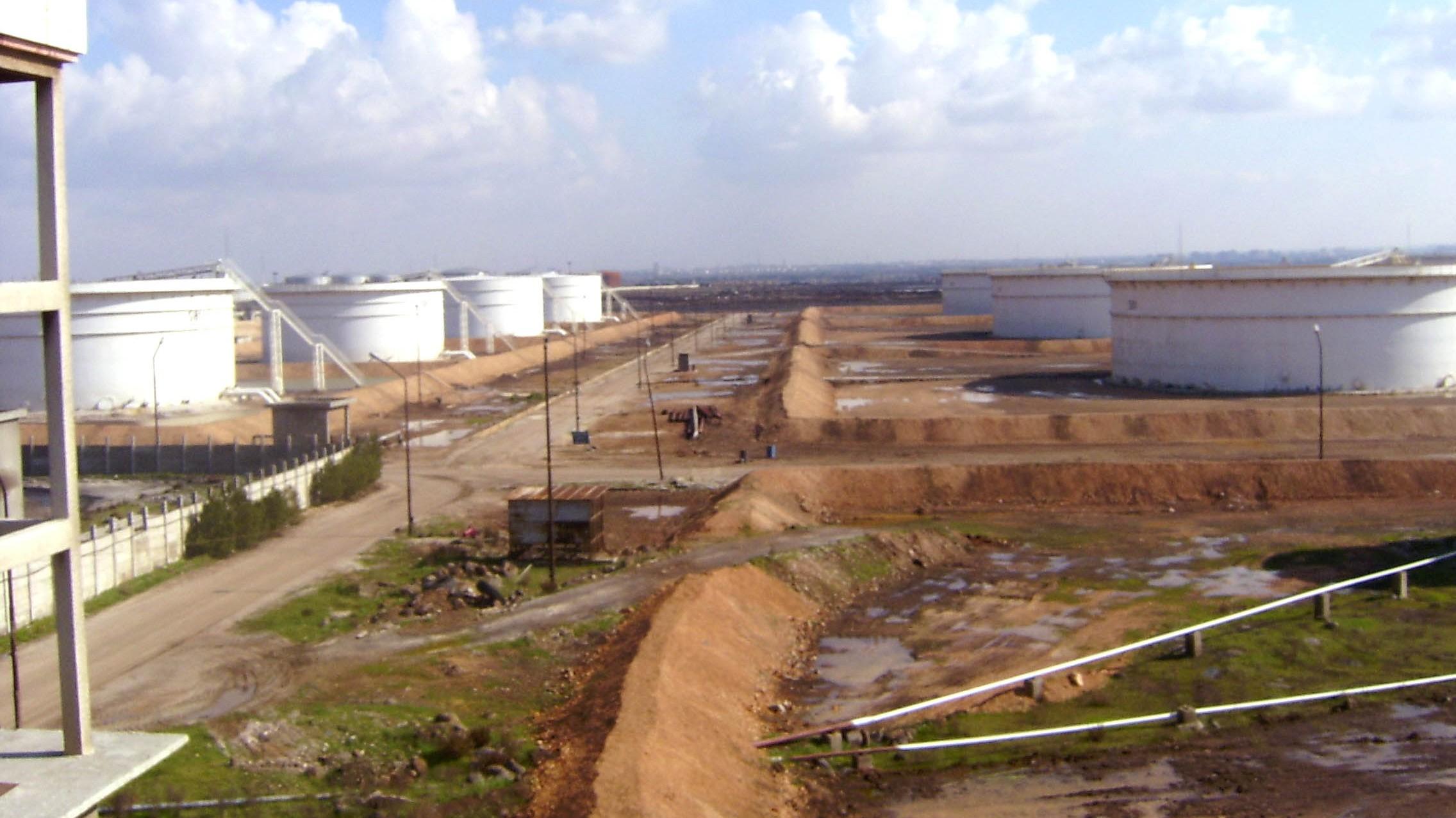 «محروقات» : إنتاج النفط الخام وصل إلى 23 ألف برميل يومياً .. ونستورد 90 بالمئة من احتياجاتنا من المشتقات النفطية