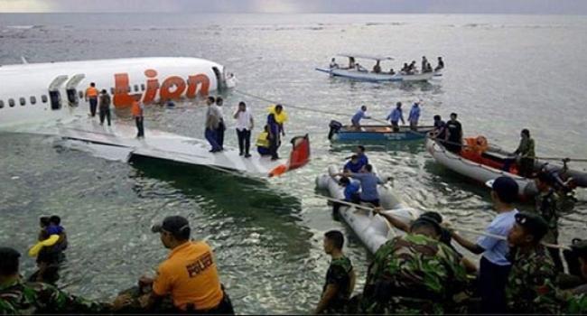 تحطم طائرة إندونيسية تحمل 189 شخصا قرب جاكرتا والعثور على الحطام
