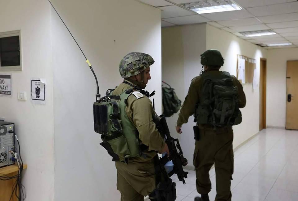 قوات إسرائيلية تقتحم مقر وكالة الأنباء الفلسطينية للحصول على صور