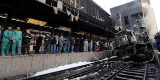 مقتل 20 على الأقل وإصابة 43 في حادث تصادم وحريق بمحطة قطارات بالقاهرة