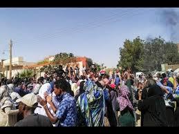المئات يحتجون في الخرطوم والبشير يعد بإجراء حوار
