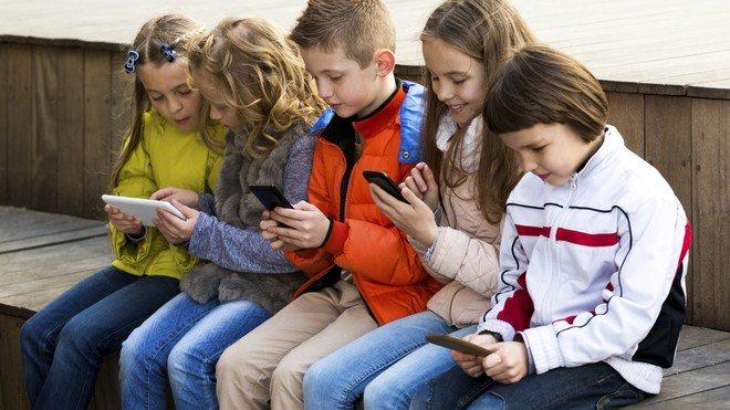 منظمة الصحة توصي بألا يقضي الأطفال الصغار أكثر من ساعة أمام الشاشات يوميا