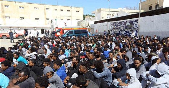 مفوضية الأمم المتحدة للاجئين تنقل 325 لاجئا من مركز احتجاز ليبي بسبب العنف