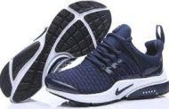 زوج أحذية رياضية يحطم رقما قياسيا ويباع في مزاد مقابل 437 ألف دولار