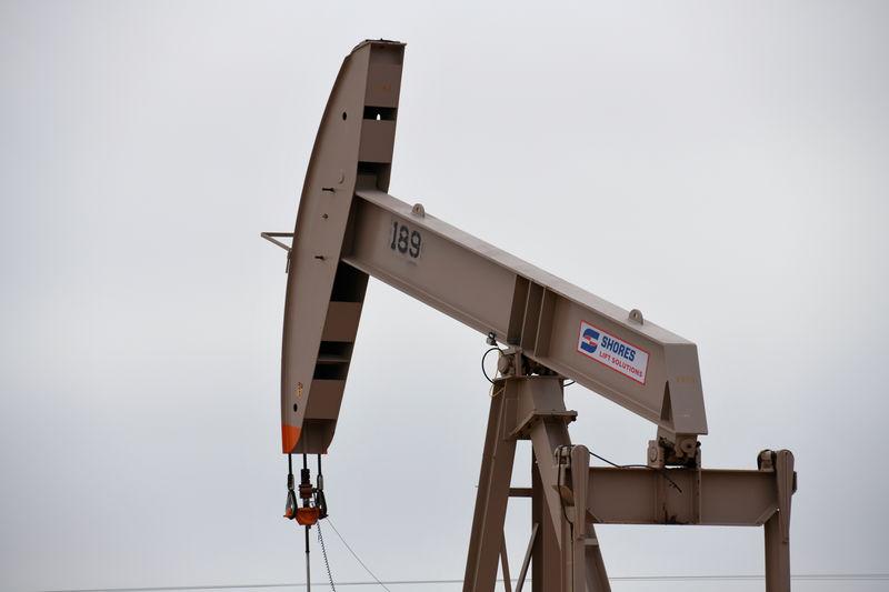 أسعار النفط تنخفض مع تأجيج الحرب التجارية بين أمريكا والصين مخاوف النمو