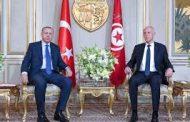 أردوغان يبحث وقف إطلاق النار في ليبيا خلال زيارة مفاجئة لتونس