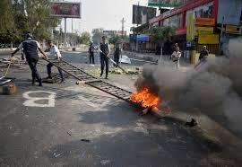 المتظاهرون يضرمون النار في محطات قطارات بالهند بسبب قانون المواطنة