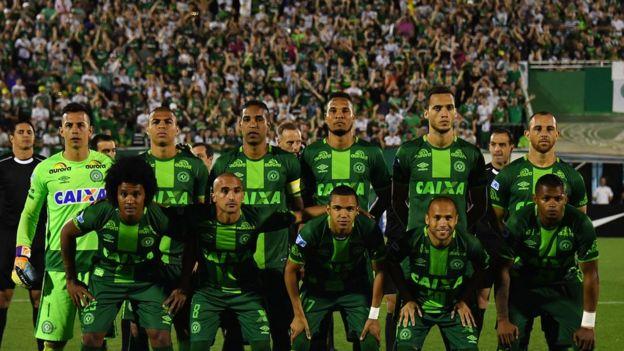 مقتل 76 شخصا في تحطم طائرة تحمل على متنها أفراد فريق كرة قدم برازيلي في كولومبيا