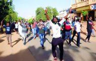 قوات الأمن السودانية تطلق قنابل الصوت لتفريق محتجين قرب العاصمة