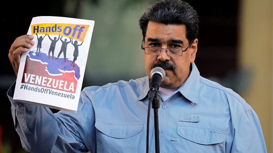مادورو يوسع معركة قانونية ضد مساعي المعارضة للإطاحة به