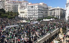 بعد رحيل بوتفليقة.. المتظاهرون في الجزائر يطالبون بالتغيير