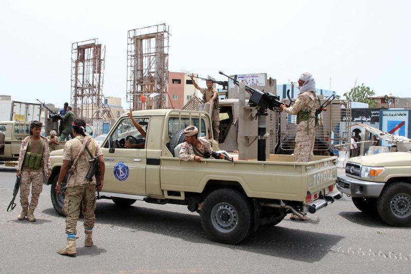 التحالف بقيادة السعودية يتدخل ضد الانفصاليين بعد سيطرتهم على عدن