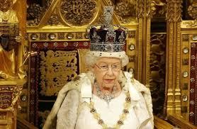 """لماذا لم ترتد الملكة """"تاج الدولة الإمبراطوري"""" في خطابها السنوي أمام البرلمان؟"""